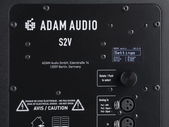 Imagen parcial de la placa posterior del ADAM Audio S2V